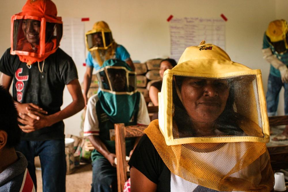 MayaIxil_beekeepers_masks_PPE